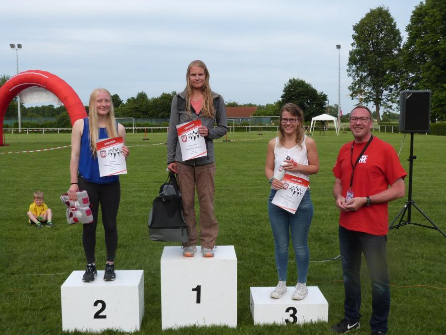 Siegerehrung des 10.000m Glasbau Röhrig-Laufs (Damen, Ü18)