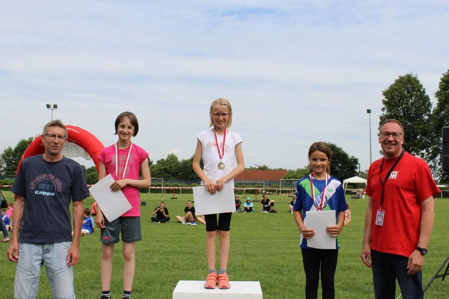 Siegerehrung des 1.000m VGH-Vertretung Jens Paul-Laufs (Mädchen, U12)