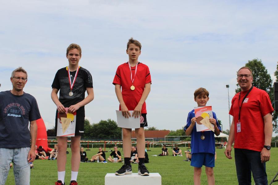 Siegerehrung des 1.000m VGH-Vertretung Jens Paul-Laufs (Jungen, U12)