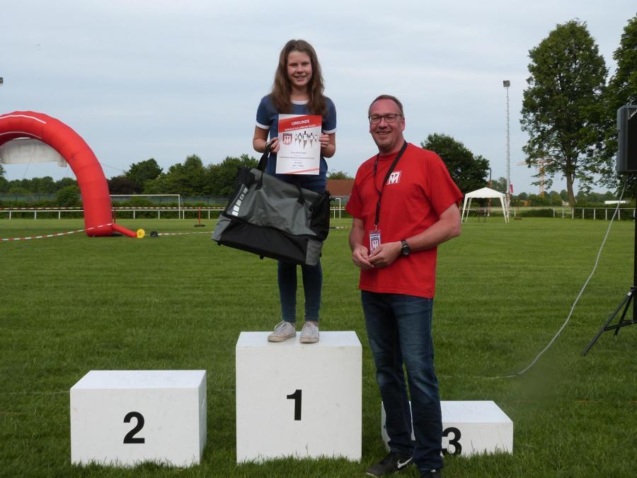 Siegerehrung des 6.000m Wesche Dachtechnik-Laufs (Mädchen, U18)