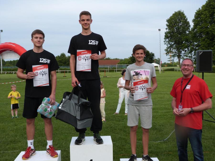 Siegerehrung des 6.000m Wesche Dachtechnik-Laufs (Jungen, U18)