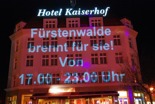 Shoppingnacht 2010: Lichtprojektion auf dem Hotel Kaiserhof