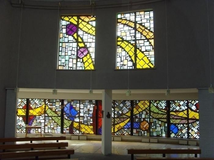 Besonderheit - Glasmosaik in den Wandflächen