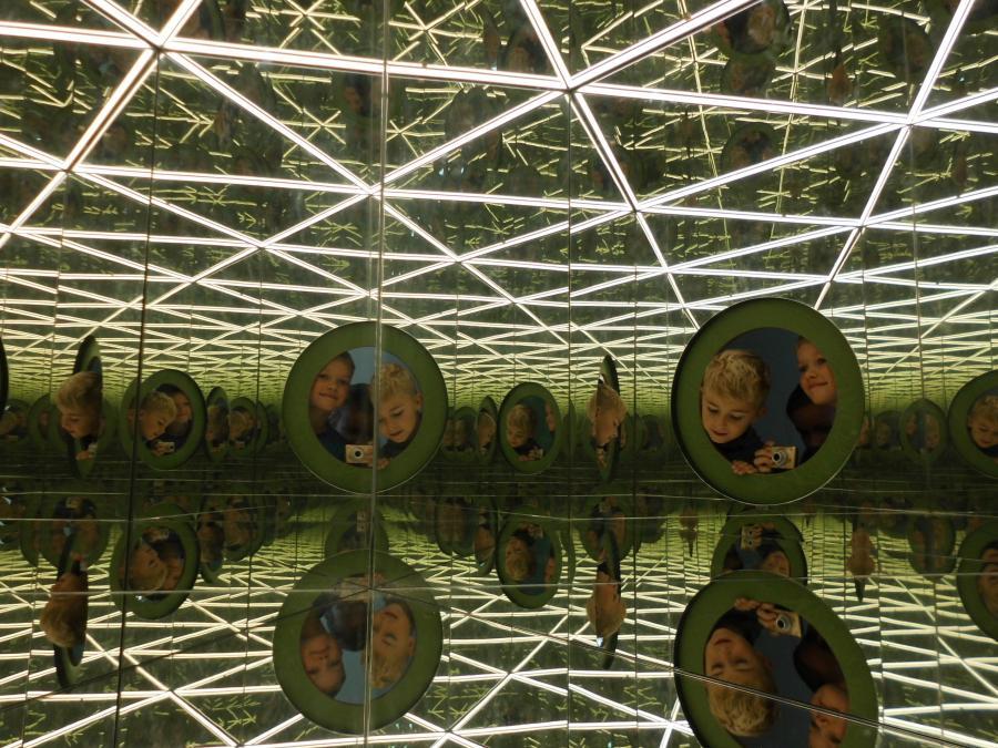 Spiegelkabinett; Foto-Lukas M.