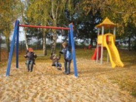 Spielen und Toben macht auch im Herbst Spaß!