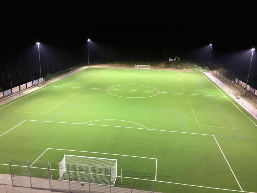 Sportplatz_Flutlicht