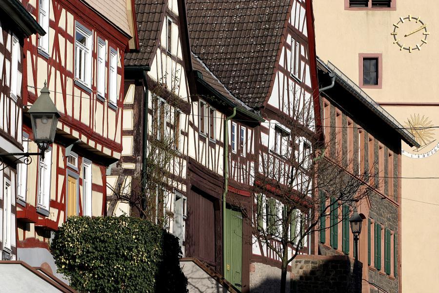 Bild zeigt einige Fachwerkhäuser in Hochstadt; Bild: Stadt Maintal