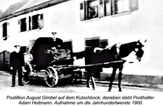 Postillion August Gimbel auf dem Kutschbock, daneben steht Posthalter Adam Heitmann. Aufnahme um die Jahrhundertwende 1900.