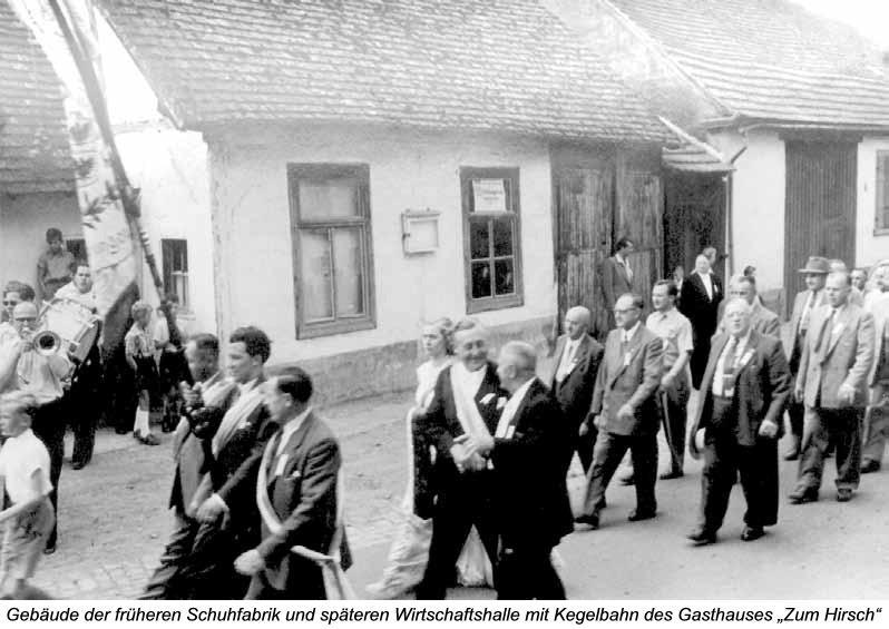 """Gebäude der früheren Schuhfabrik und späteren Wirtschaftshalle mit Kegelbahn des Gasthauses """"Zum Hirsch"""""""