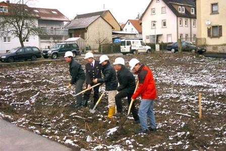 Der erste Spatenstich am 30. Januar 2003