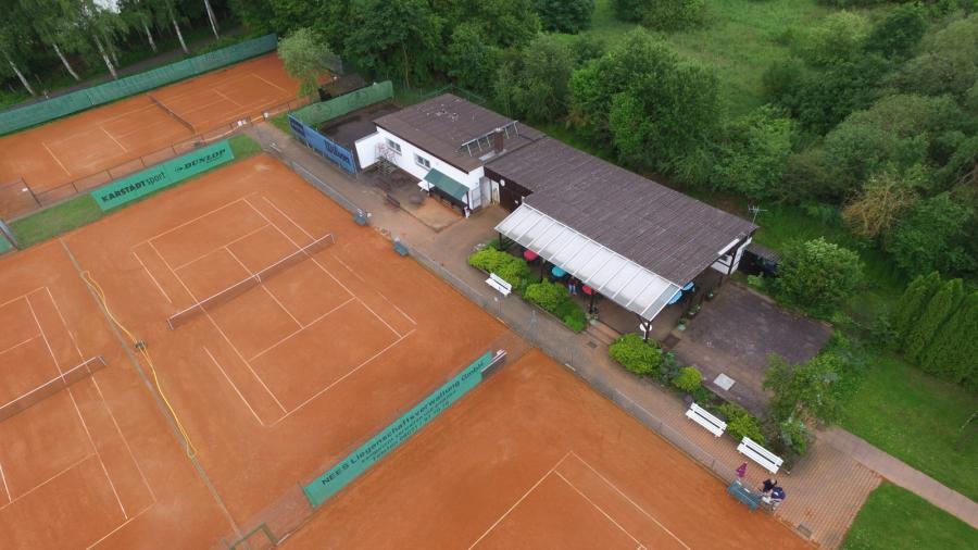 Blick auf Club-Haus mit Sanitärtrakt