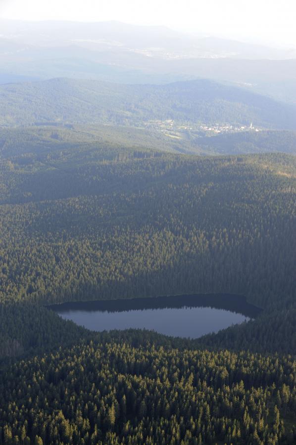 Teufelssee mit Ausblick nach Bayerisch Eisenstein