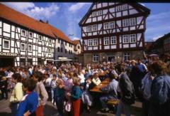 Foto: Abschluss der grundlegenden Sanierung des gesamten Rathauses incl. der Gaststätte und des benachbarten Hauses Rode