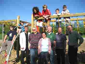 Foto: Fertigstellung des Außenbereichs der Freizeitanlage im Zuge der Dorferneuerung Mariendorf