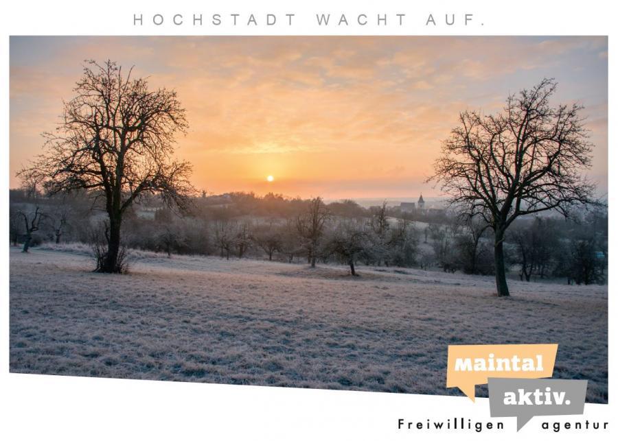 Link führt zur PDF-Datei des Postkartenmotivs Hochstadt wacht auf