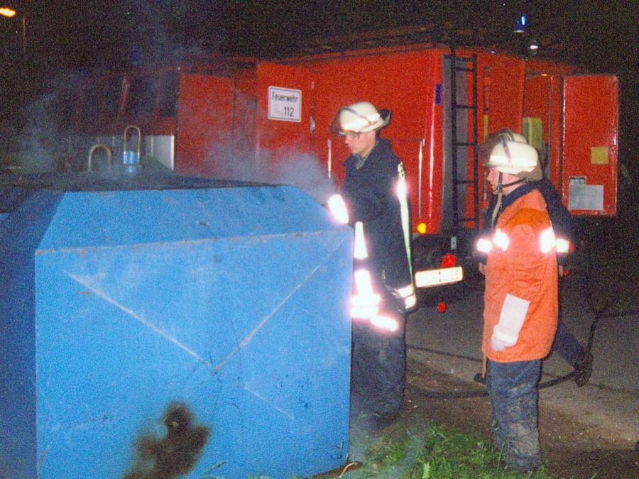 TLF bei Containerbrand
