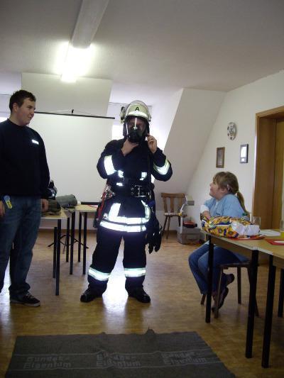 Tobias mit Atemschutzgerät