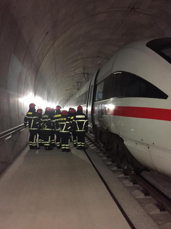 Tunnel 01