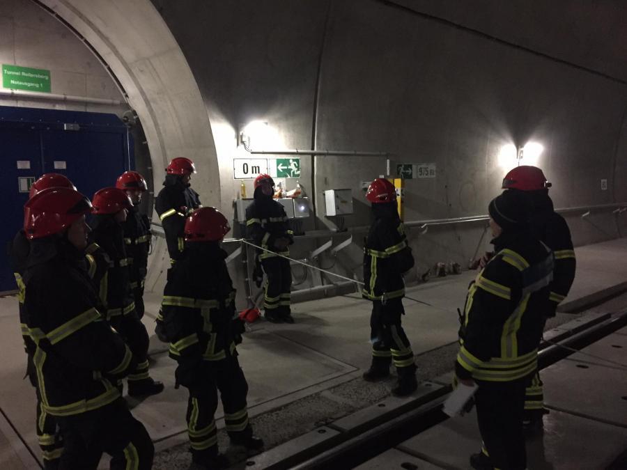 Tunnel 04