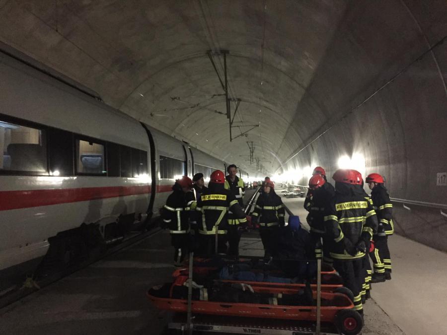 Tunnel 05