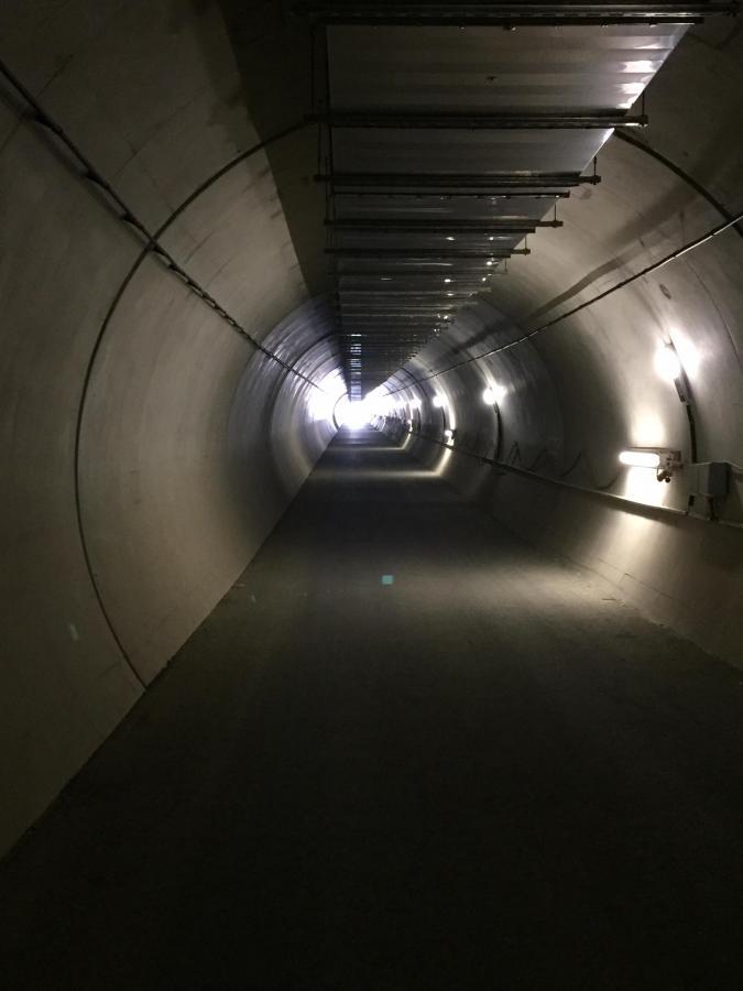 Tunnel 06