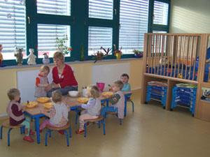 und die größeren Krippenkinder beim Mittagessen ...