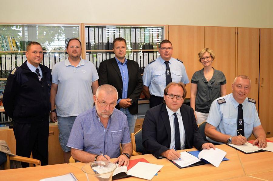 Unterschrift Koop.vertrag Feuerwehr