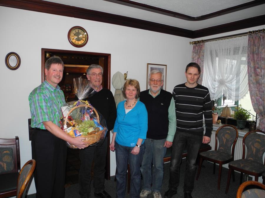 Wir sehen von links nach rechts: Bürgermeister Klemens Olbrich, Helmuth Weidemeyer, Gerlinde Sachs, Helmut Reich und Stefan Lotz