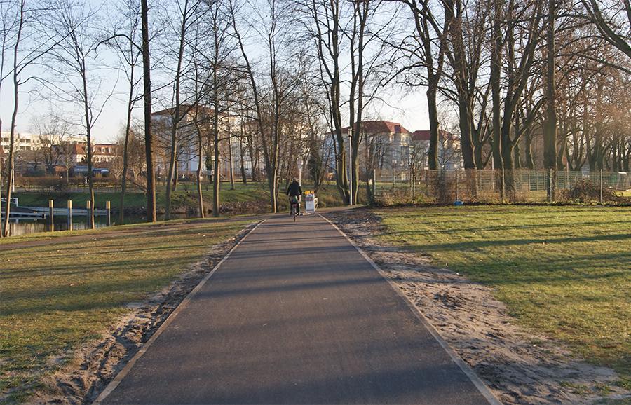 Der Verbindungsweg zwischen Havelpromenade und August-Wilhelm-Steg wurde 2017 asphaltiert.