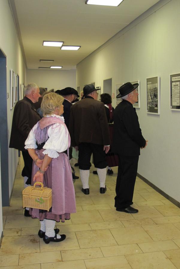 Bei der Ausstellungseröffnung ...