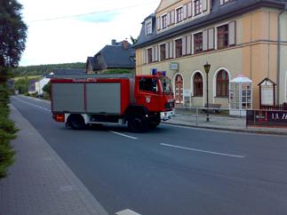 TLF16/24 vor dem Rathaus der Stadt Wurzbach