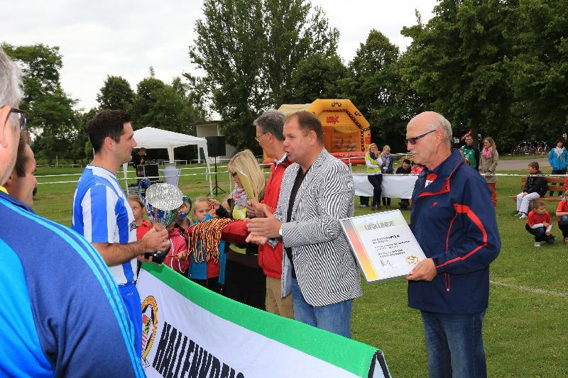 Übergabe Pokal Kreismeister