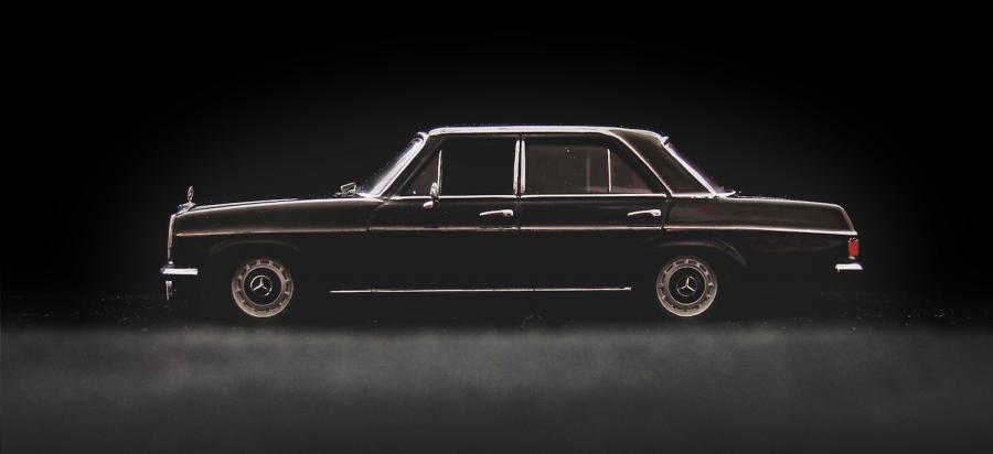 Der W115 als 1:43 Modell