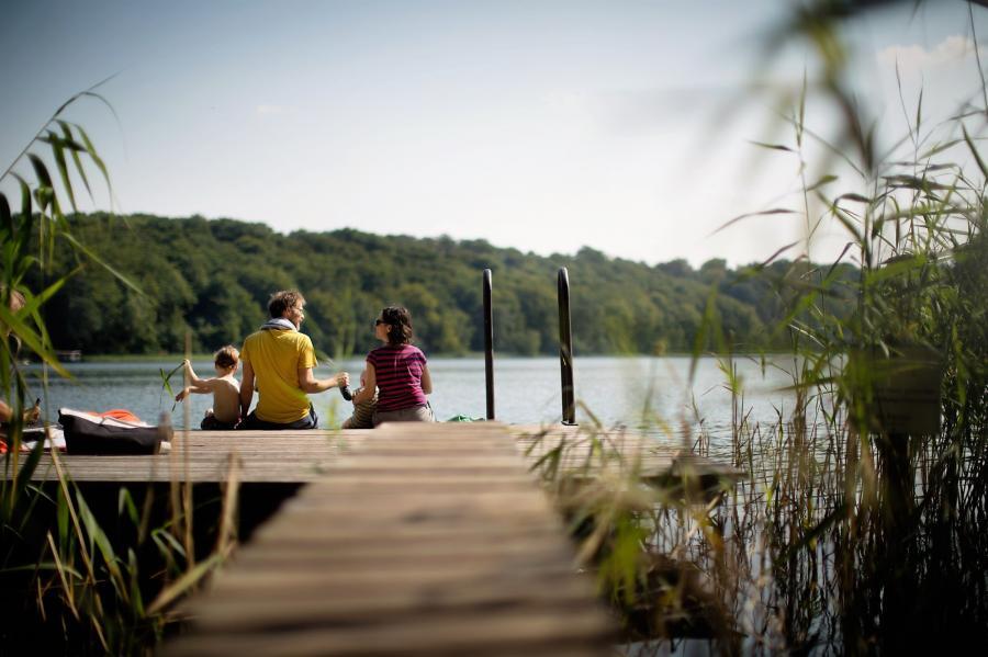 Familie auf Steg_Naturpark Barnim_Foto: S. Heise