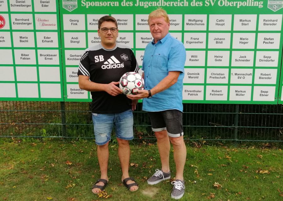 Walter Knoller (r.) stiftet Spielball