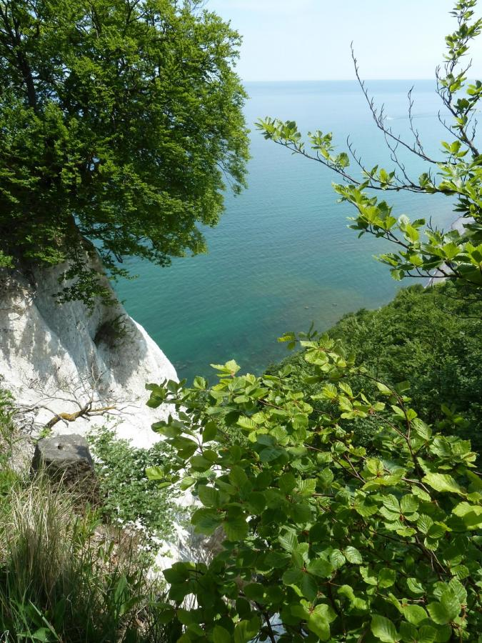 Steilküste mit türkisen Wasser