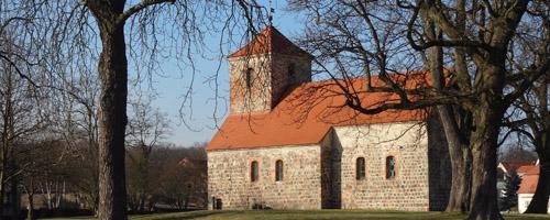Wandern_Lilie_1Garzau_Kirche