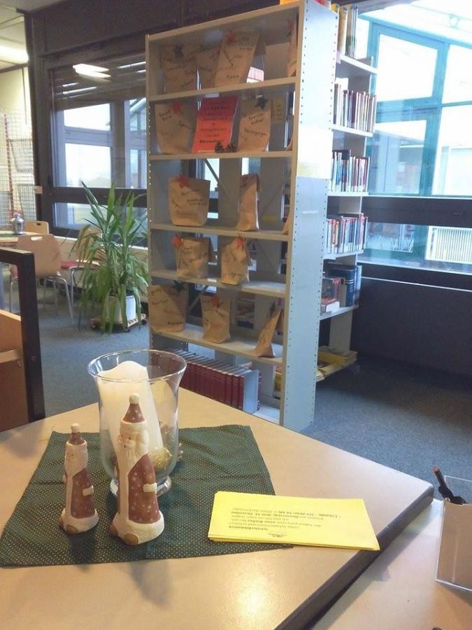 weihnachtsregal 2014 bibliothek