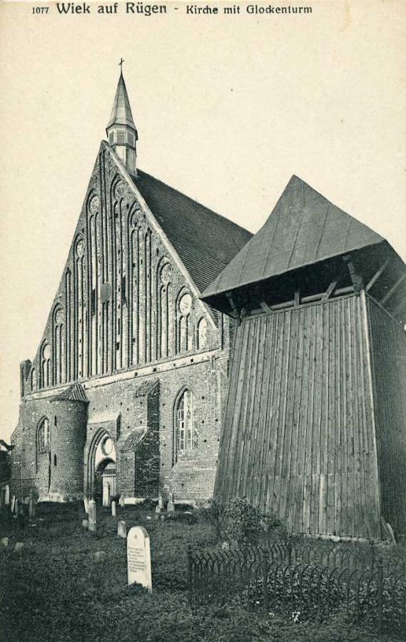 Wiek auf Rügen Kirche mit Glockenturm