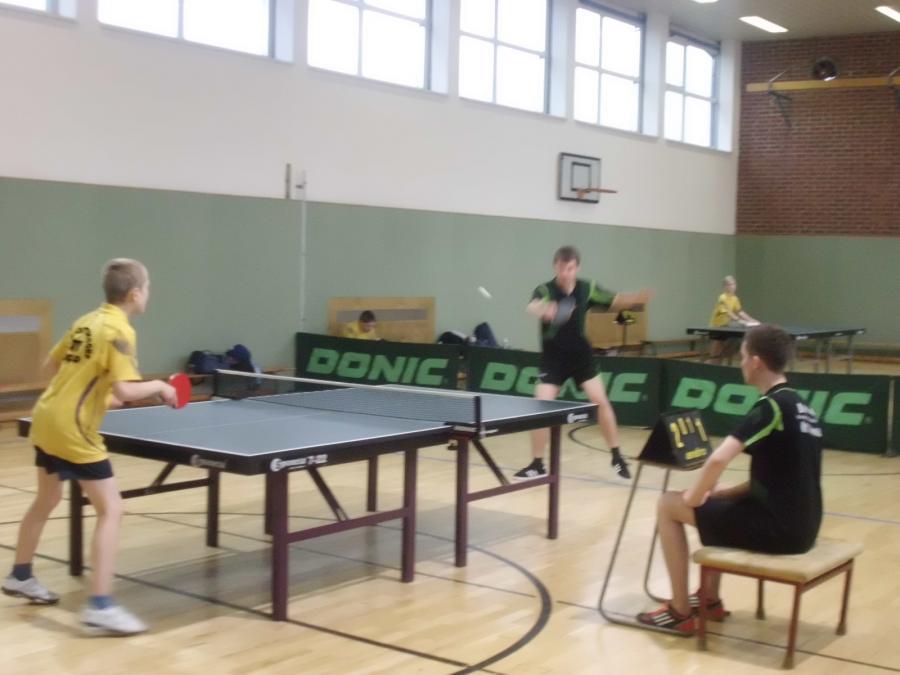 Das Finale der Jungen: Leon in gelb gegen den Sieger der letzten Jahre - Jannis
