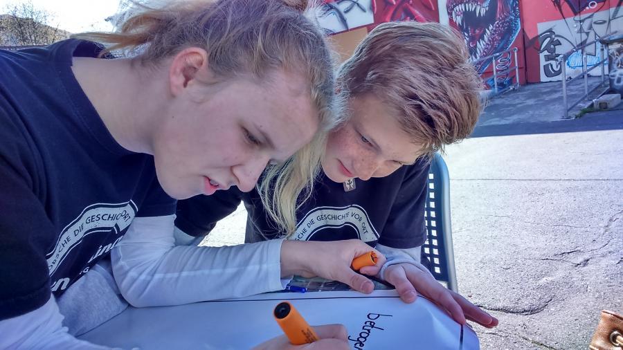 Fritzi & Sarah schreiben den Slogan