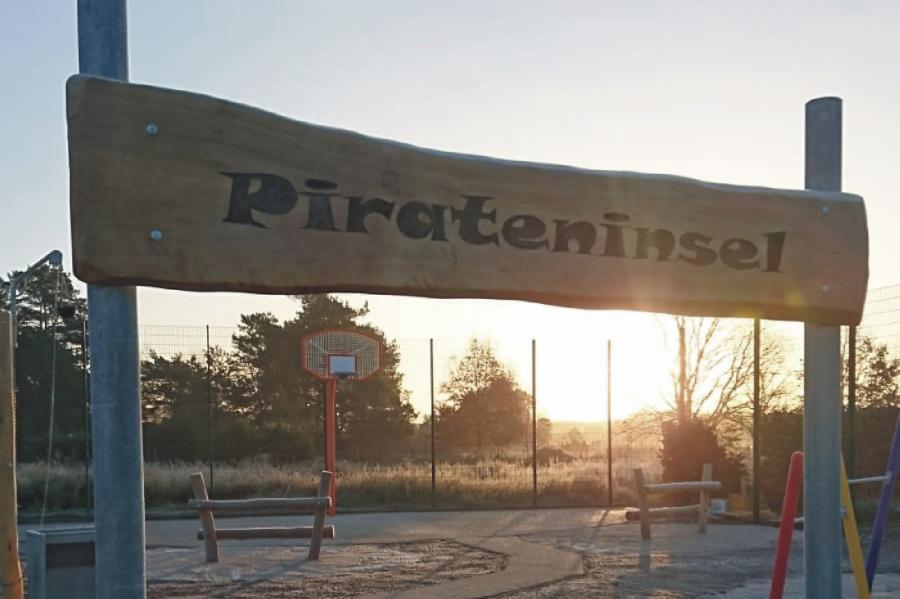 Zerpenschleuse Spielplatz Pirateninsel Schild, Foto: Gemeinde Wandlitz