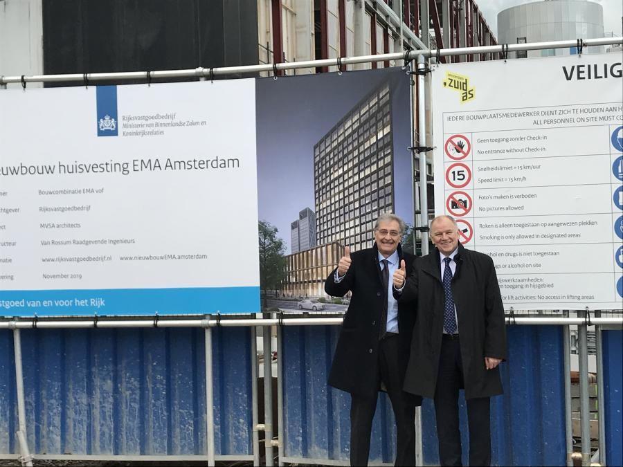 EMA Exekutivdirektor Guido Rasi zusammen mit dem EU-Kommissar für Gesundheit und Lebensmittelsicherheit Vytenis Andriukaitis vor dem Baugrundstück