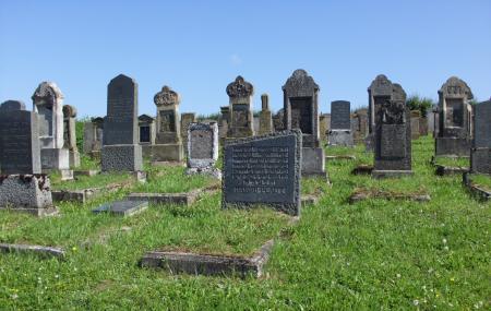 Grabsteine am jüdischen Friedhof