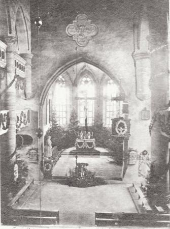 Kirche innen um 1900.sw.museisf.jpg