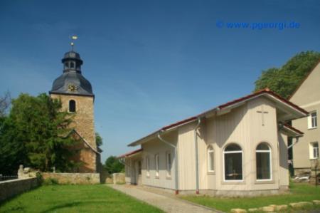 Kirche St. Fabian und St. Sebastian des Ortsteils Otterstedt  mit kirchlichem Gemeindehaus
