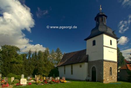 Kirche St. Gotthard mit Friedhof.jpg