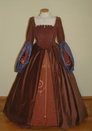 Tudorkleid vollständig