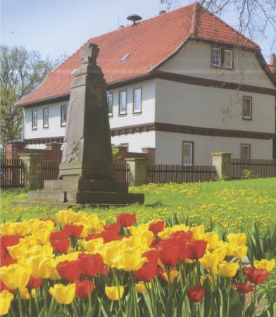 Niedertopfstedt: Kriegerdenkmal auf dem Kirchhof