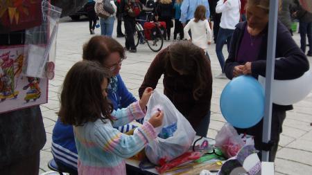k-UNICEF Kindertag in düsseldorf (Bastelstand für Kinder frau Doris Dosanjh).JPG